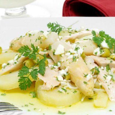 ensalada-marinera-de-patata-con-huevo-duro