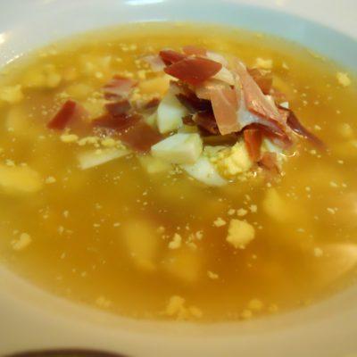 sopa con huevo duro y jamon