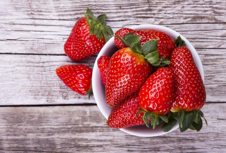 mascarilla facial con fresas