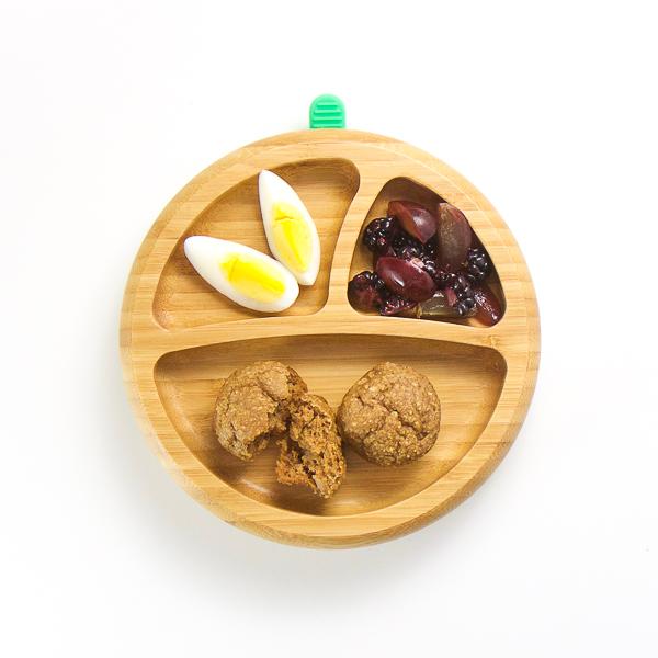 Desayuno bandeja Magdalenas, fruta y Huevo Cocido