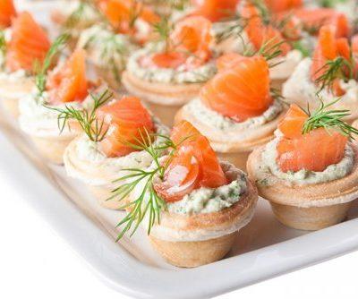 canape en tartaleta con salmón ahumado