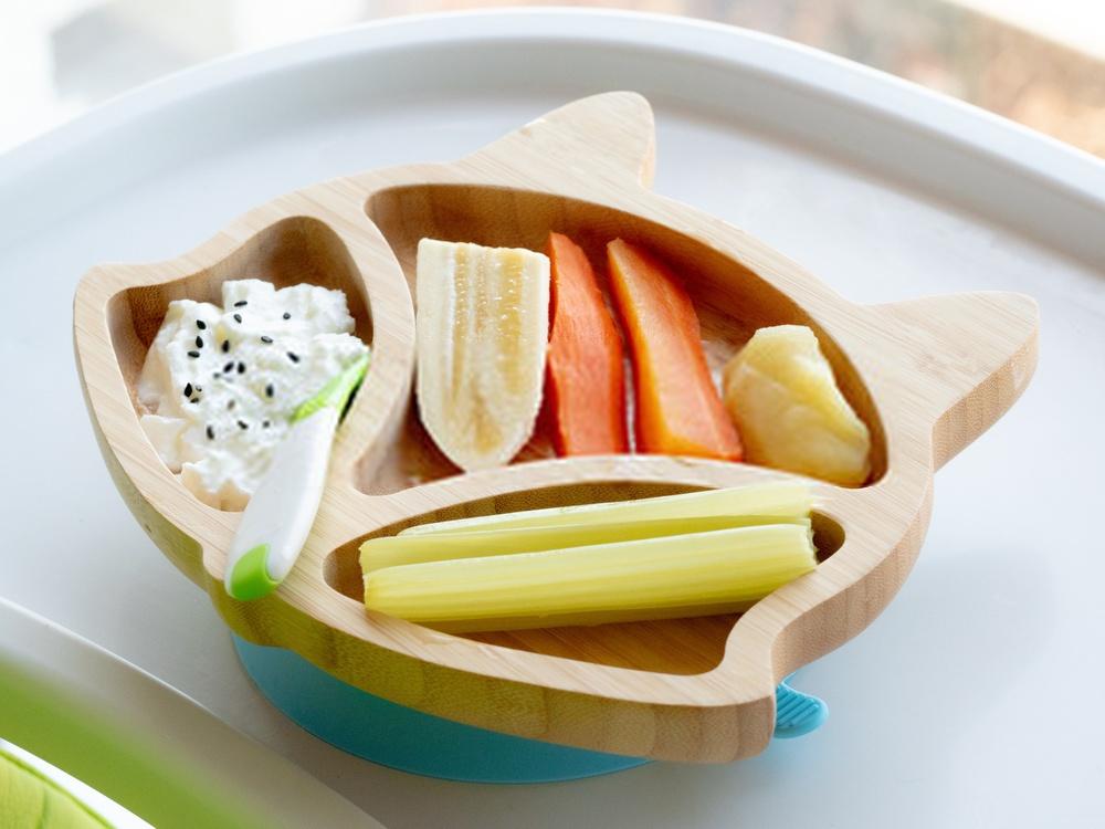Presentación BLW de verdura, fruta y gachas de avena