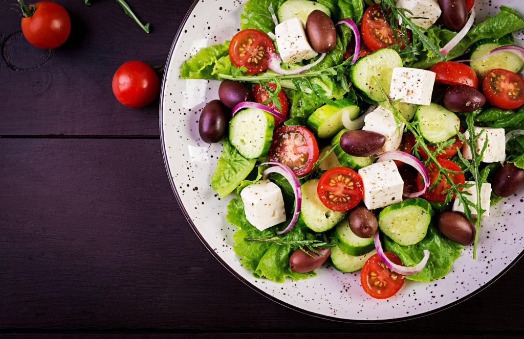 Horiatiki Salata: La Ensalada Griega