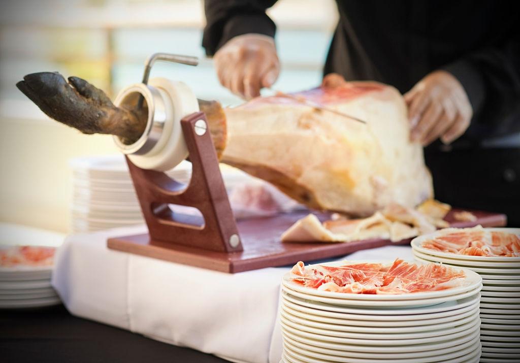 Cómo cortar un jamón correctamente