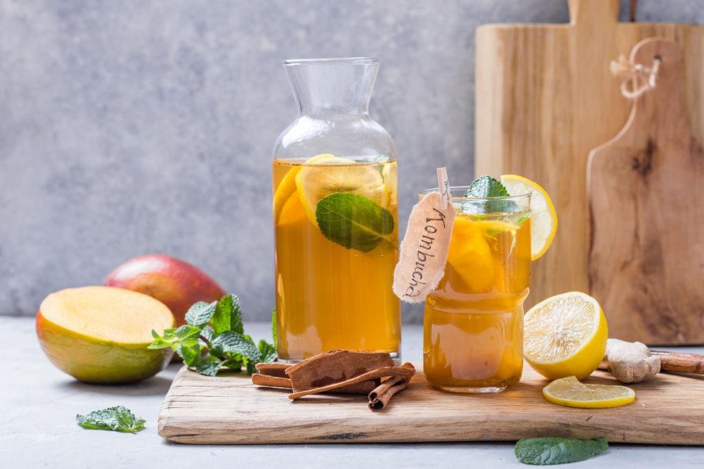 receta Kombucha con hierba buena, limón y mango