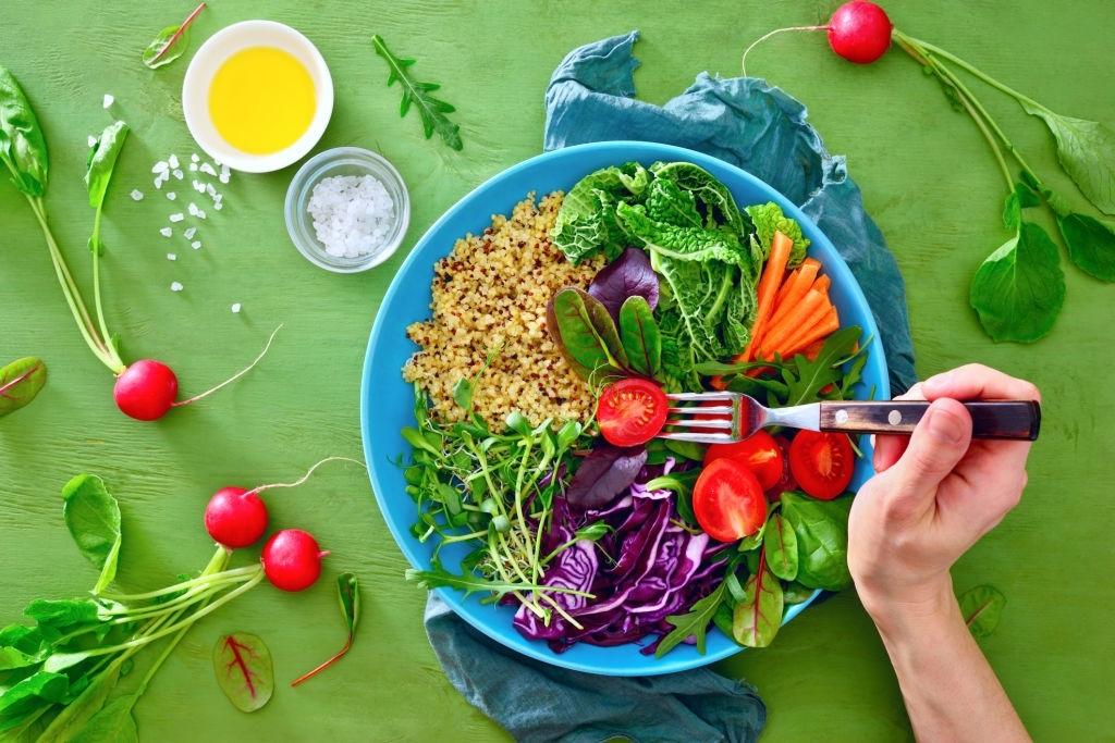 Alimentos y nutrientes esenciales en el embarazo