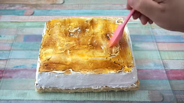 Pintar glaseado de merengue con yema de huevo