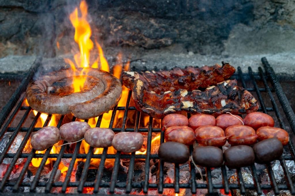 Cómo cocinar la carne en una barbacoa