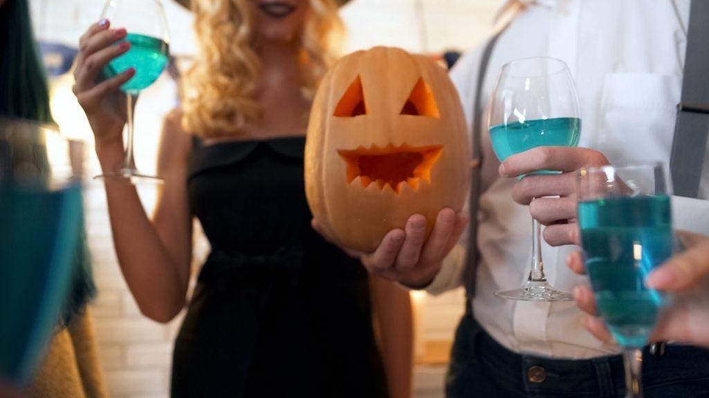 Cóctel con alcohol para Halloween
