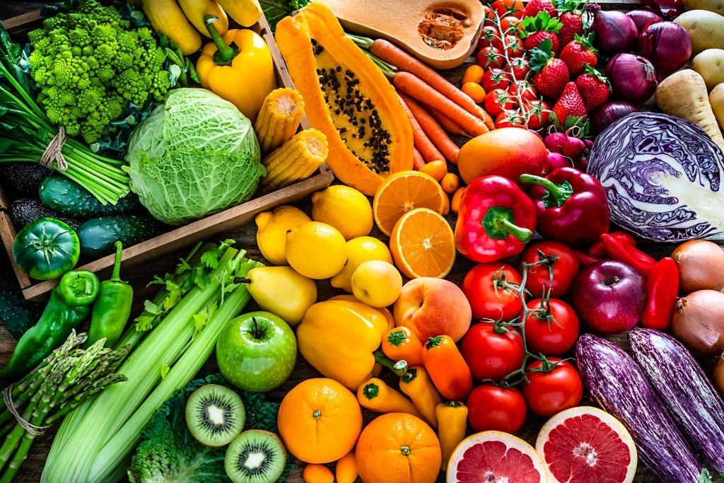 pinchos de frutas de colores
