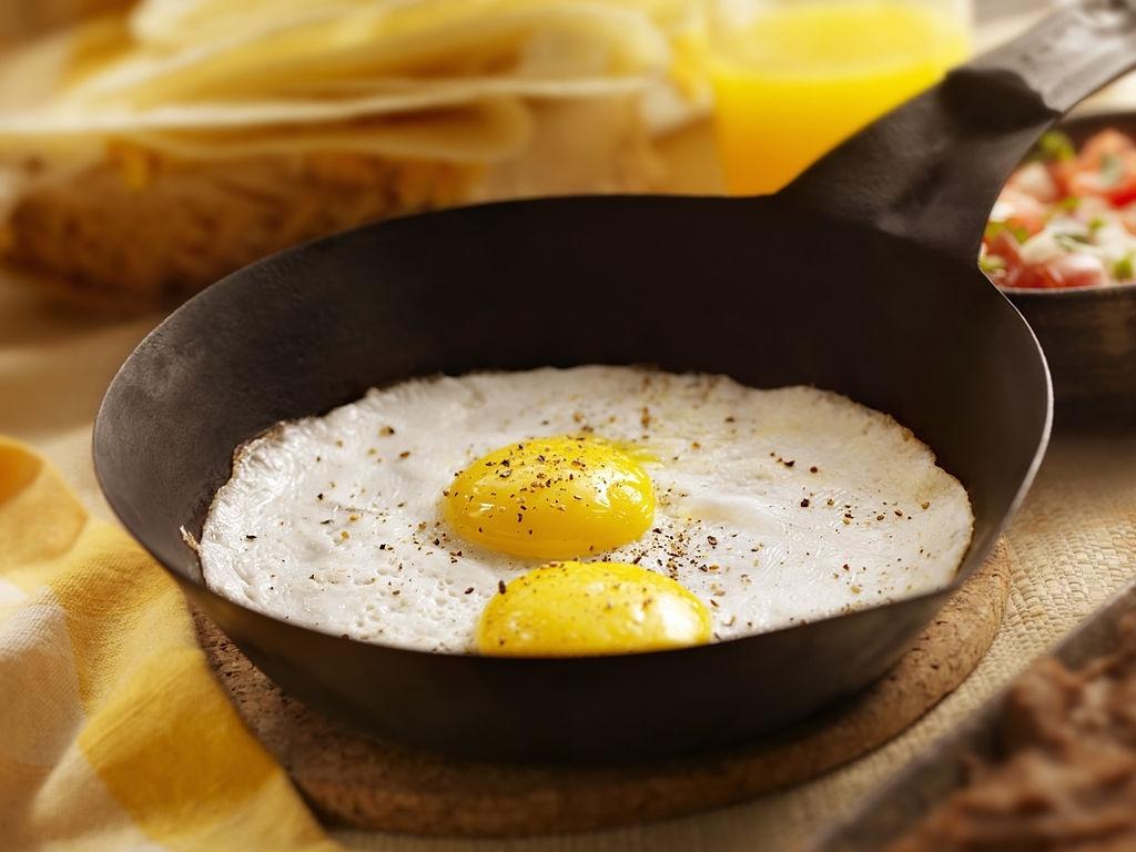 huevos fritos para hacer huevos rancheros