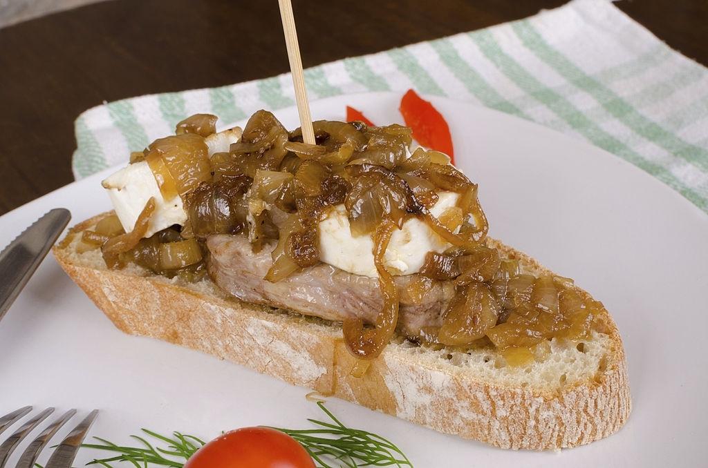 queso de cabra cebolla caramelizada