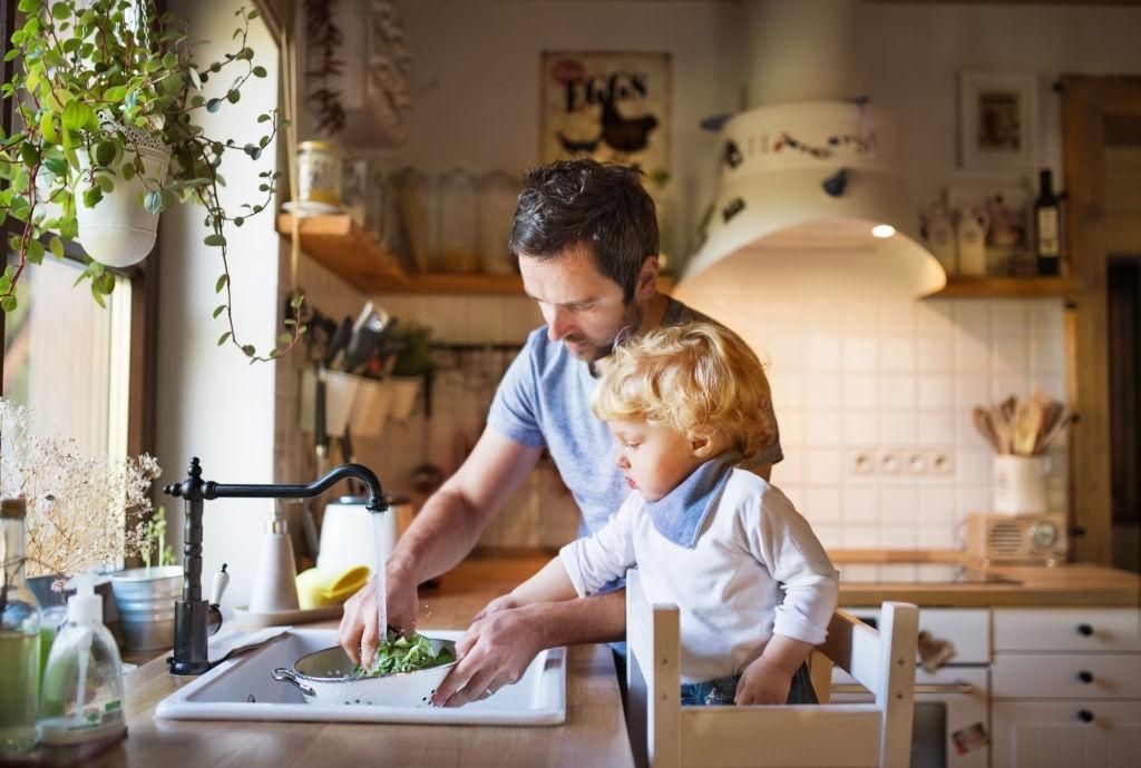 Torre de aprendizaje en cocinas para niños