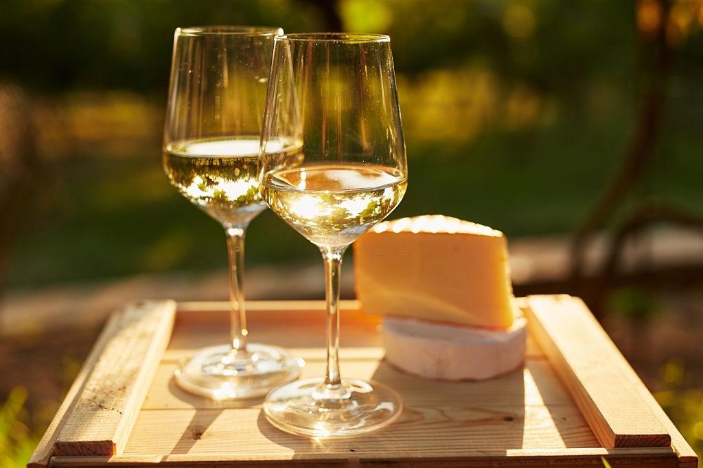 con que combina el vino blanco