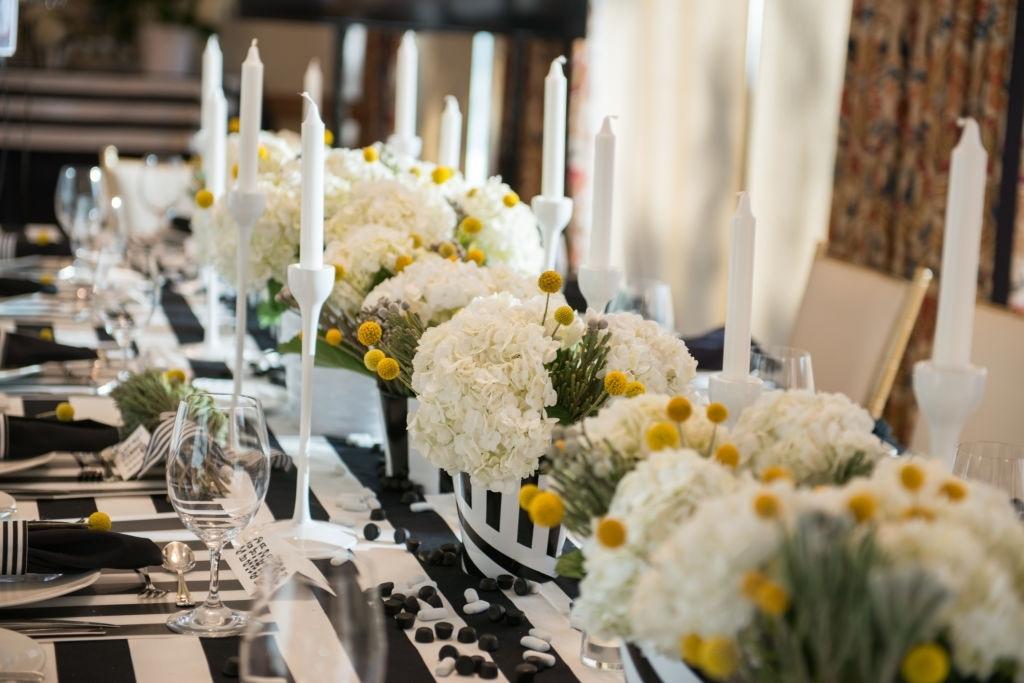 decoración con flores para mesa de año nuevo