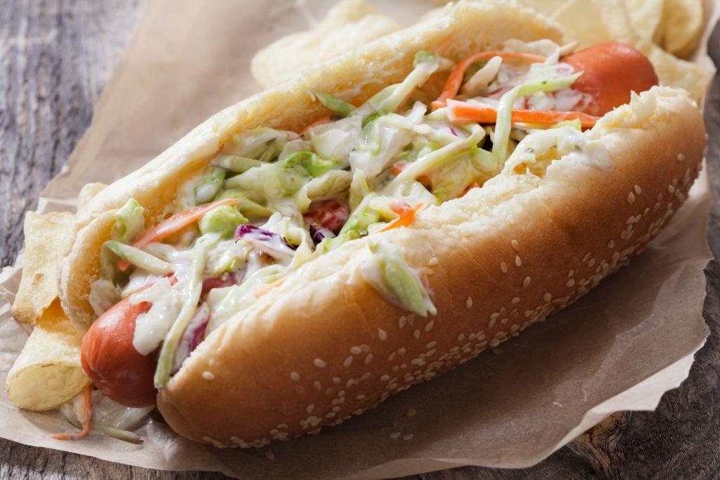 hot dog con salsa de col americana
