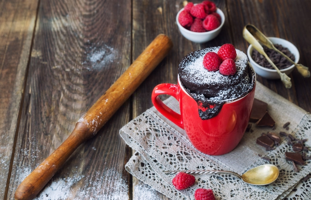Brownie en taza para desayunos de San Valentín