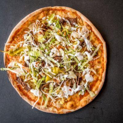 pizza con carne kebab