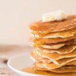 Se trata de la forma más típica y tradicional de adornar las tortitas americanas.