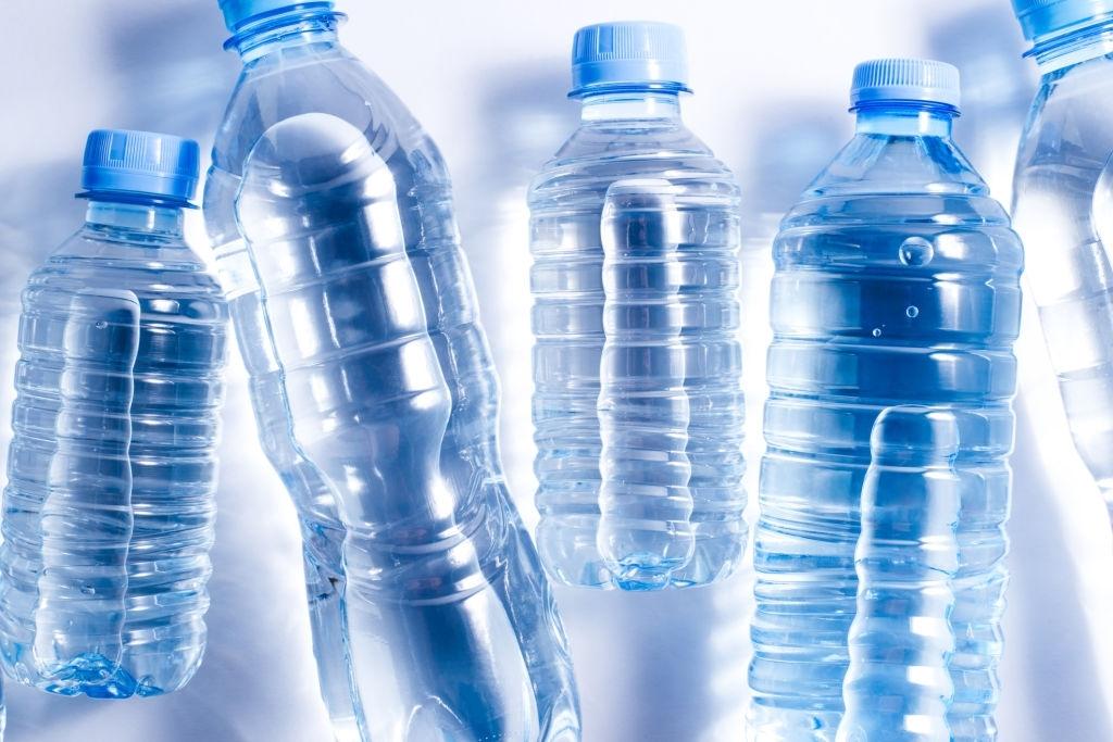 Botellas de agua mineral para bebés