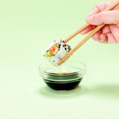 que salsas lleva el sushi