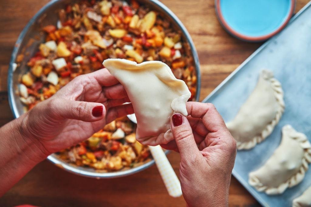 Cómo hacer el repulgue o repulgo de las empanadas argentinas