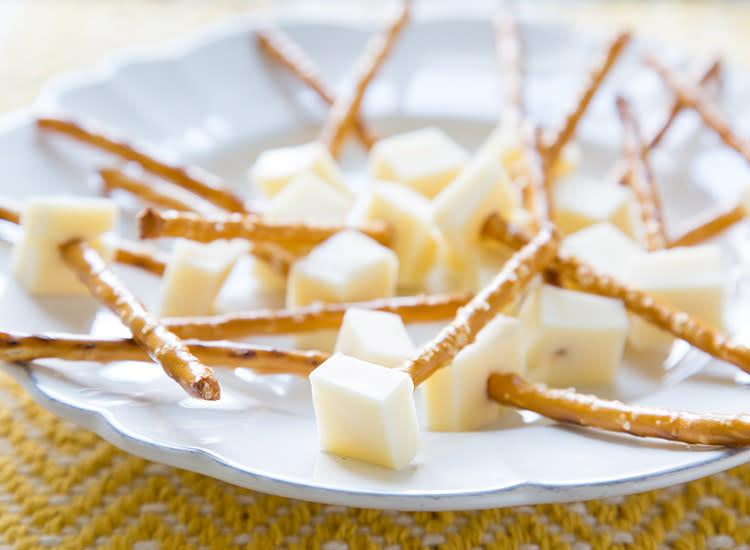 Aperitivo saludable galletitas saladas con queso